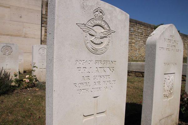 La tombe du sergent Frederick Atkins, à Boulogne-sur-Mer, abattu le 19 juillet 1940 au-dessus de la Manche, à bord d'un Boulton Paul Defiant.