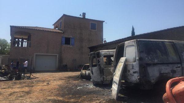 Des maisons et des voitures ont brûlé dans le hameau de Saint-Gilles