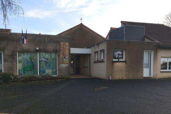 L'école de la Villedieu-du-Clain dans la Vienne où était scolarisé l'enfant.