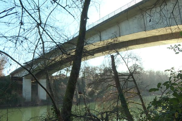 Le pont de Cantepau à Albi a été construit en 1972.
