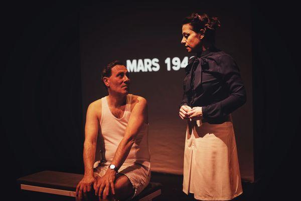 Alexandre Tournier et Manuelle Lotz, de la Compagnie Cafarnaüm, sur scène.