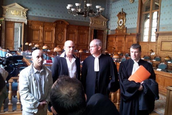 Paris - Abdelkader Azzimani et Abderrahim El-Jabri devant la cour de révision avec leurs avocats - 17 avril 2013.