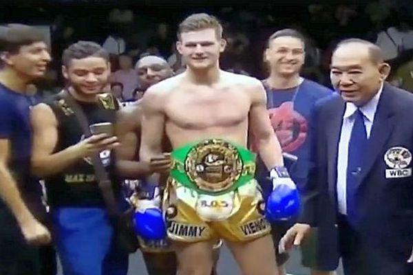 Thaïlande - Jimmy Vienot obtient son 2e titre de champion du monde de boxe Thaï - 23 février 2017.