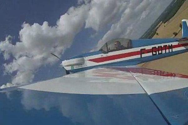 Dans son Cap 21, Pierre Espias atteint 370 km/h et supporte jusqu'à 6 G.