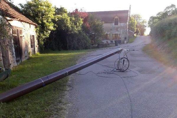 Un des poteaux endommagé, le 15 juin à Allerey