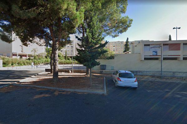 C'est sur cette place du quartier de La Devèze à Béziers, que les forces de l'ordre ont été caillassées - archives.