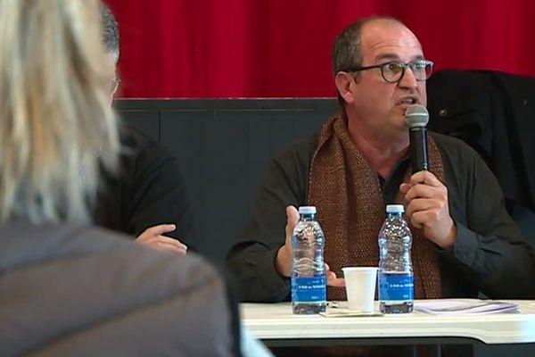 Philippe Vidal lors d'une réunion avec plusieurs gilets jaunes. Plusieurs point sont abordés, dont le pouvoir d'achat - janvier 2019.