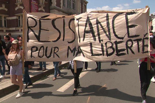 2000 manifestants étaient présents à Lille pour exprimer leur désaccord face au pass sanitaire.