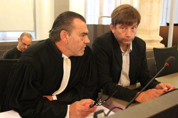 Michel Welter en 2014 avec Franck Berton, avocat de la partie civile dans le procès des militants Novissen qui avaient démonté la ferme de Drucat.