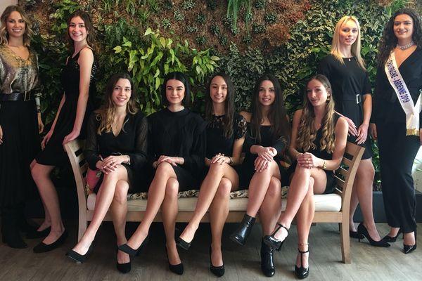 Les candidates pour Miss Reims sont réunies aux côtés de Paméla Texier (à gauche), Miss Champagne-Ardenne 2018 et Lucille Moine (à droite), Miss Champagne-Ardenne 2019.