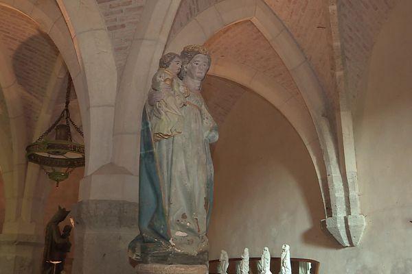 """La """"Vierge à l'enfant"""", rachetée par de paroissiens du village de Nolay, en Côte-d'Or."""