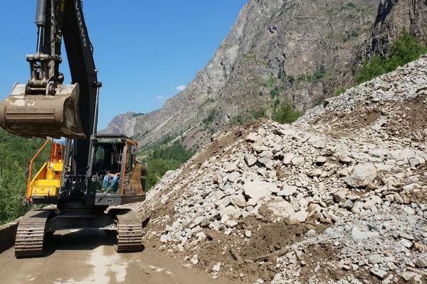Quatre coulées de boues avaient dévalé sur la RD1091, entre Isère et Hautes-Alpes, à hauteur du tunnel du Grand-Clôt.