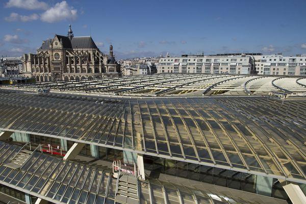 La Canopée des Halles et l'église Saint-Eustache, à Paris.