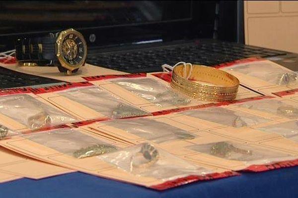 Des bijoux en or saisis par les douaniers