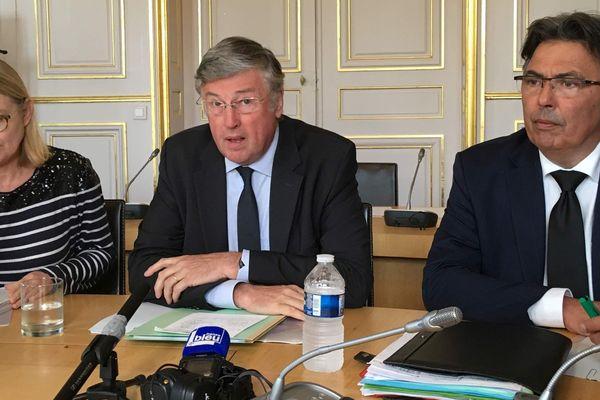 Le préfet des Pays de la Loire, Claude d'Harcourt a tenu un point presse vendredi 4 octobre au lendemain du décès d'un jeune migrant de 30 ans.