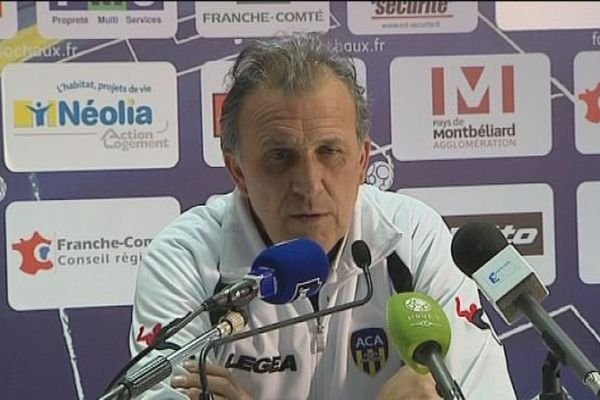 Victor Zvunka, entraîneur de l'AC Arles-Avignon, à la conférence de presse, après le match contre le FC Sochaux