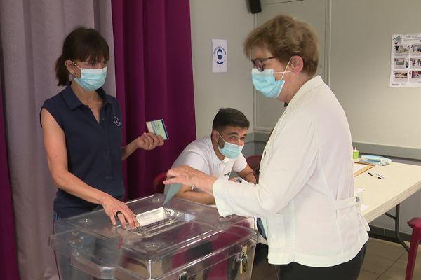 Marie-Guite Dufay, présidente de la Région a voté à Besançon, aux Près de Vaux.