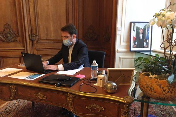 Pour le maire de Rouen, il est indispensable d'entendre la colère des habitants et prendre en compte leurs attentes, à savoir, des expertises indépendantes et transparentes.
