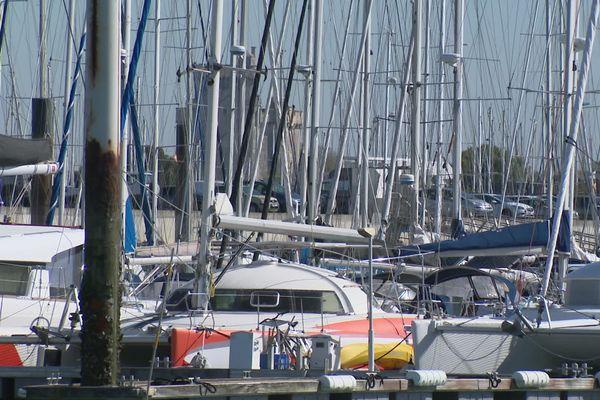 Embouteillage de bateaux sur le port de plaisance de La Rochelle.