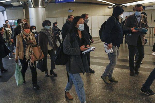 GARE SAINT-LAZARE ces derniers jours. Voilà ce que redoutent les normands qui travaillent à Paris : se retrouver dans l'impossibilité de respecter les un mètre de distance avec les autres. Surtout qu'en sortant du train, beaucoup prennent le métro ou le RER.
