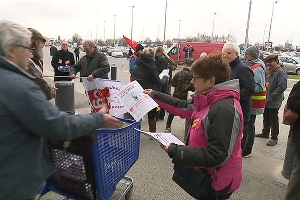 Ce mardi 12 mars, à Mondeville, la CGT organisait sa première action pour dénoncer la politique du groupe Carrefour.