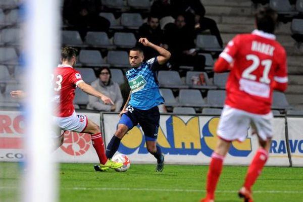 Nîmes l'emporte contre Brest 2-0 pour la 20 e journée de ligue 2.