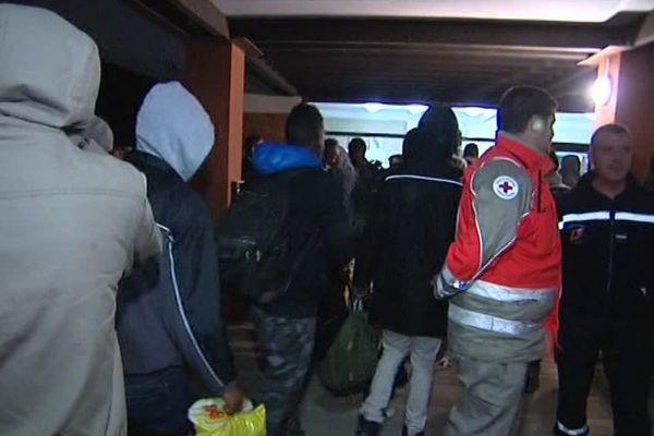 Arrivée de jeunes migrants de Calais à Sainte-Marie-la-Mer dans les Pyrénées-Orientales la nuit du 2 au 3 novembre 2016.