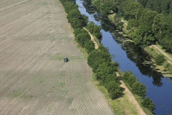 Les préfectures de la région Centre-Val de Loire doivent redéfinir les zones de non-traitement près des cours d'eau. Photo d'illustration.