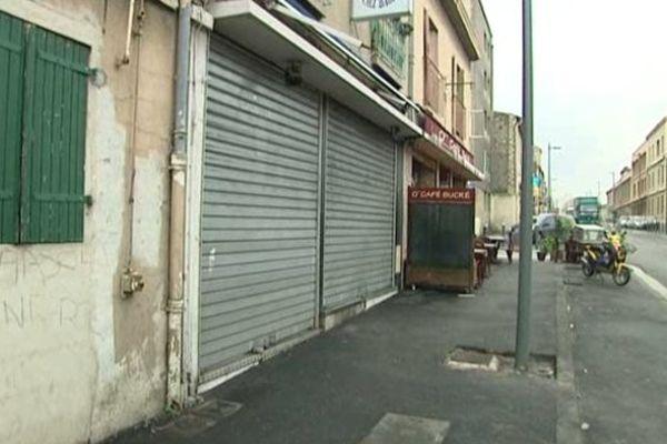 L'homme a reçu une balle dans la tête alors qu'il se trouvait dans ce snack, rue de Lyon à Marseille (15e)