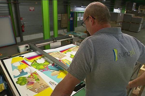 L'entreprise qui fabrique des présentoirs publicitaires cherche à recruter une trentaine de salariés
