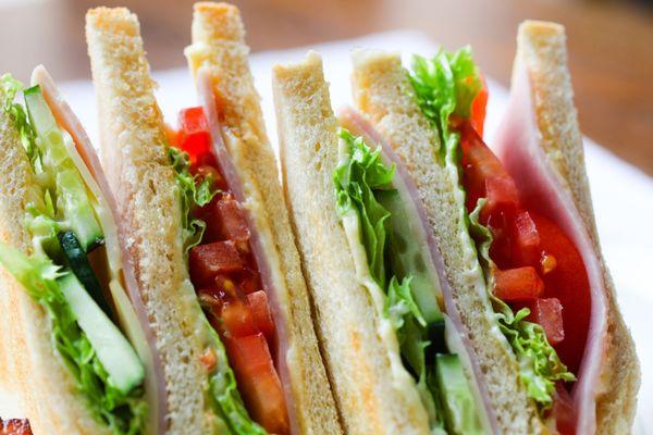 """Les trois principaux fabricants de sandwiches pour la grande distribution sanctionnés pour """"entente"""""""
