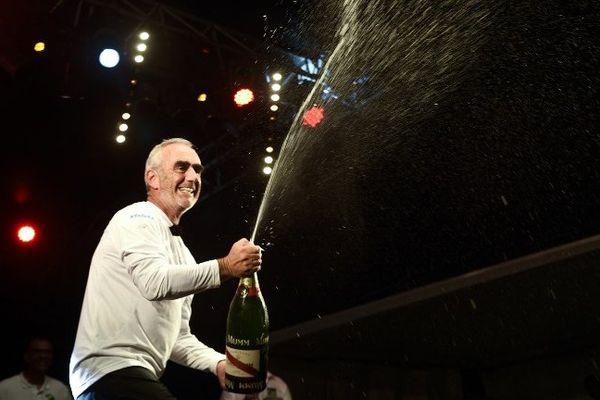 Loïck Peyron fêtant sa victoire à l'arrivée de la Route du Rhum 2014