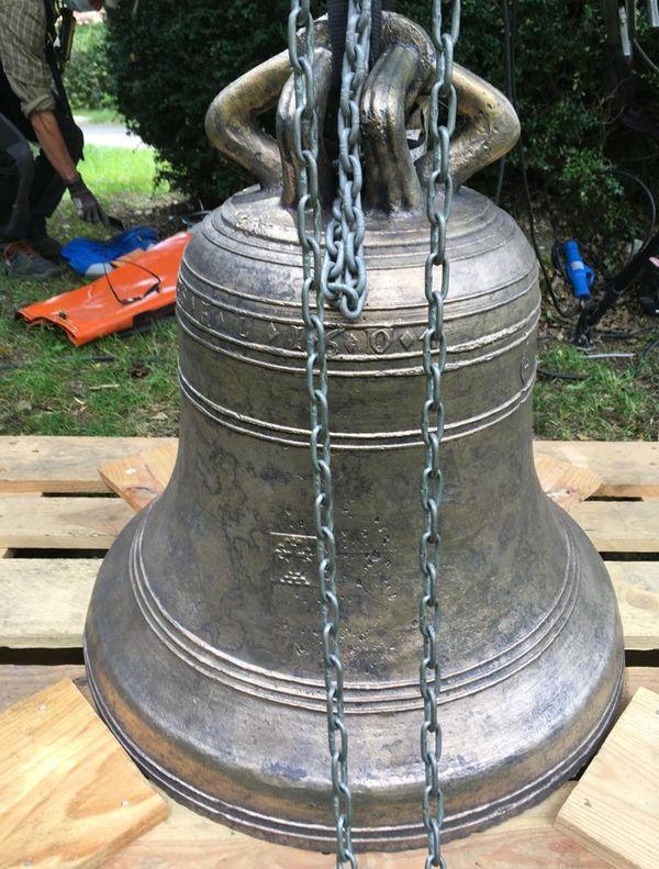 Villesèque (Lot) - la cloche de l'église du bourg de Trébaix est historique, elle a été fondue en 1604 - 7 juin 2021.