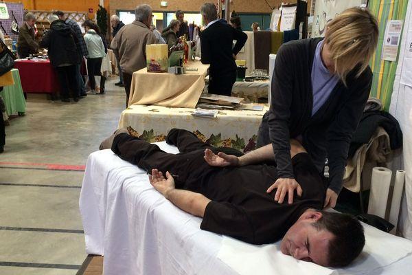 Des séances de massage étaient proposées aux visiteurs du salon.