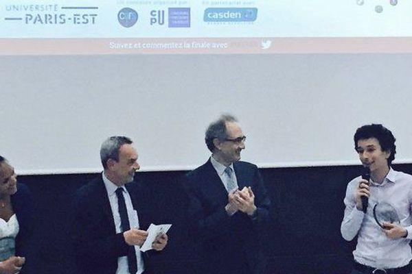 @Marine_Lps - Michael GONZVA remporte le prix du jury MT180 de l'Université Paris Est