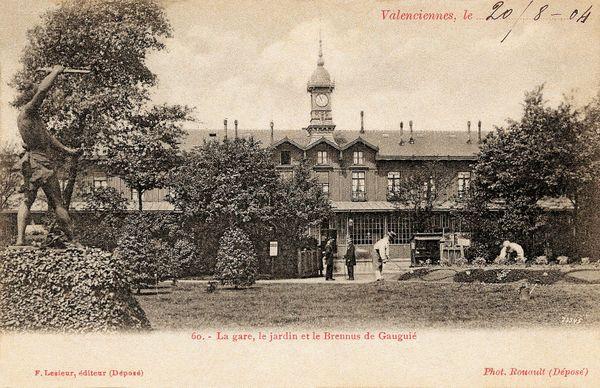 La gare de Valenciennes, en 1904, était construite en bois.