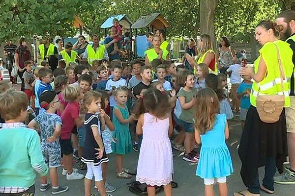 Cournonterral (Hérault) - 215 élèves en récréation toute la journée à cause du blocus de l'école par les parents - 20 septembre 2018.
