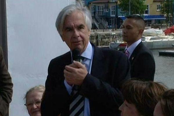 Maxime Bono en réunion publique lors des dernières élections législatives durant lesquelles il soutenait Ségolène Royal face à Olivier Falorni.