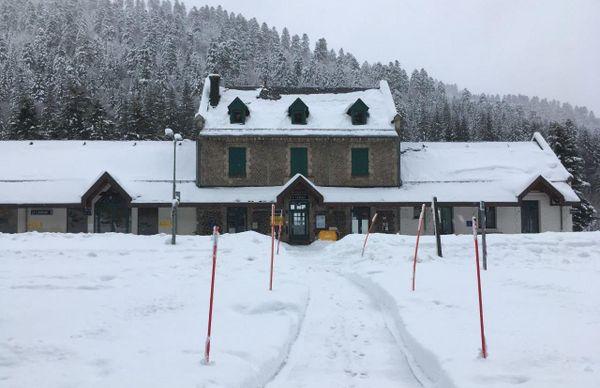 La gare du Lioran sous la neige.