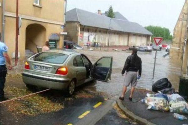 A Caen, la rue Caponière a été inondée le 22 juillet. Les riverains se demandent si les égouts ont bien joué leur rôle.