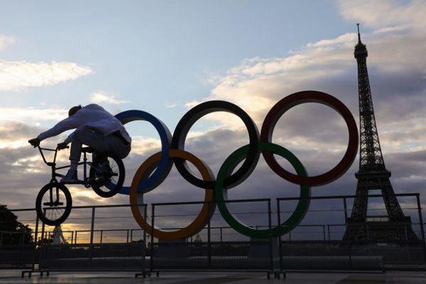 Les anneaux olympiques, au Trocadéro, à Paris.