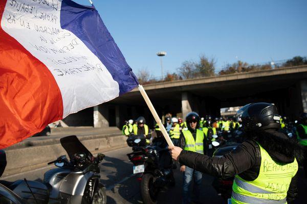 Les rassemblements en Alsace ont été émaillés de quelques incidents. En marge de la manifestation à Strasbourg, un motard de la police a été grièvement blessé dans un accident.