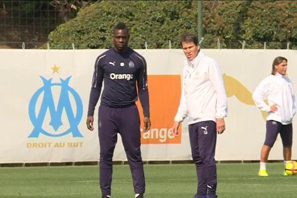 Il ne s'est pas entraîné normalement cette semaine à cause d'une gêne ressentie à Bordeaux mais «Super Mario» Balotelli devrait bien être sur le terrain face à Nîmes.
