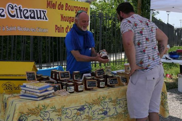 Du lundi 3 au mercredi 5 juin 2019, plusieurs producteurs vous proposent leurs produits près du parking P1 du CHU Dijon Bourgogne.
