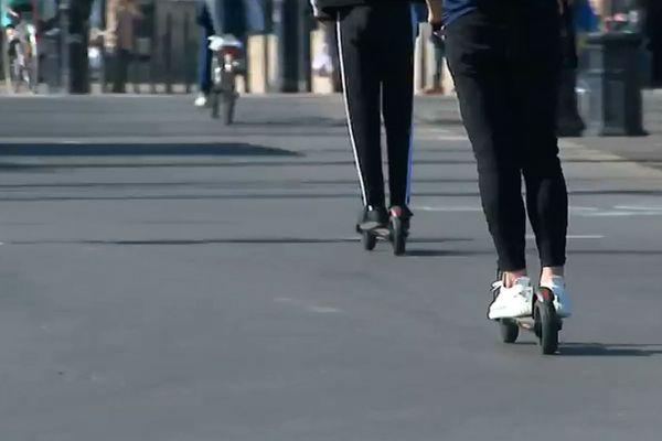 Les trottinettes électriques en libre-service se multiplient à Paris mais aussi dans plusieurs grandes villes de France.