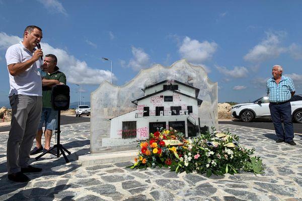 Le président du conseil exécutif Gilles Simeoni, présent pour la commémoration, a regretté l'absence des anciens compagnons de son père.