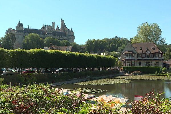 Avec son château sorti tout droit d'un conte de fée et ses ruelles où le temps semble s'être arrêté, Pierrefonds dans l'Oise a tout pour devenir le Village préféré des Français 2020.