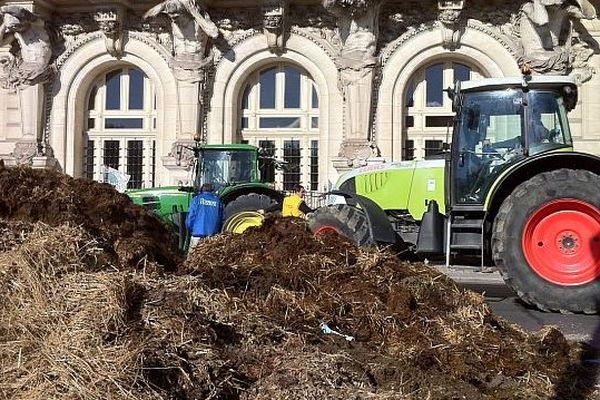 Manifestation des agriculteurs à Tours: 120 tracteurs sont arrivés à Tours en début d'après midi