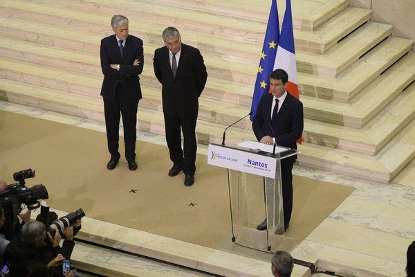 """Manuel Valls au Conseil régional des Pays de la Loire à propos du transfert de Nantes Atlantique à Notre-Dame-des-Landes : """"la détermination de l'État à voir se réaliser cet aéroport est intacte"""""""