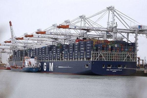 Le Marco Polo, dans le port du Havre, 19 décembre 2012